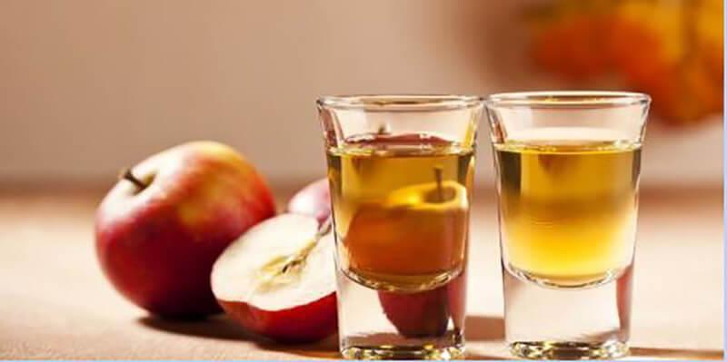 Apple cider vinegar with warm water
